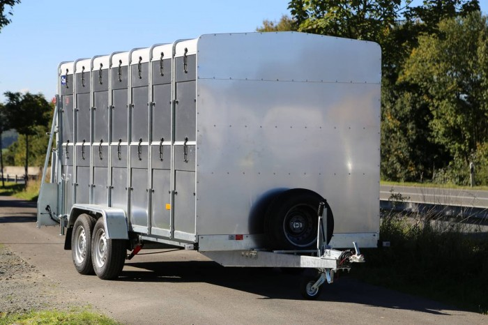 Przyczepa do transportu zwierząt